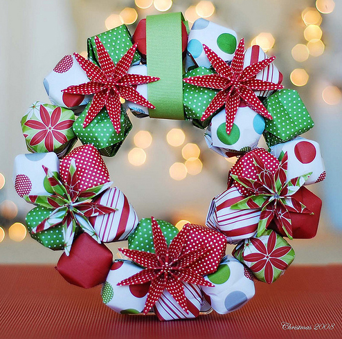 and this one made from cones would work brilliantly with christmas wrapping paper as would this rather un festive but uber modern wreath - How To Make A Christmas Wreath