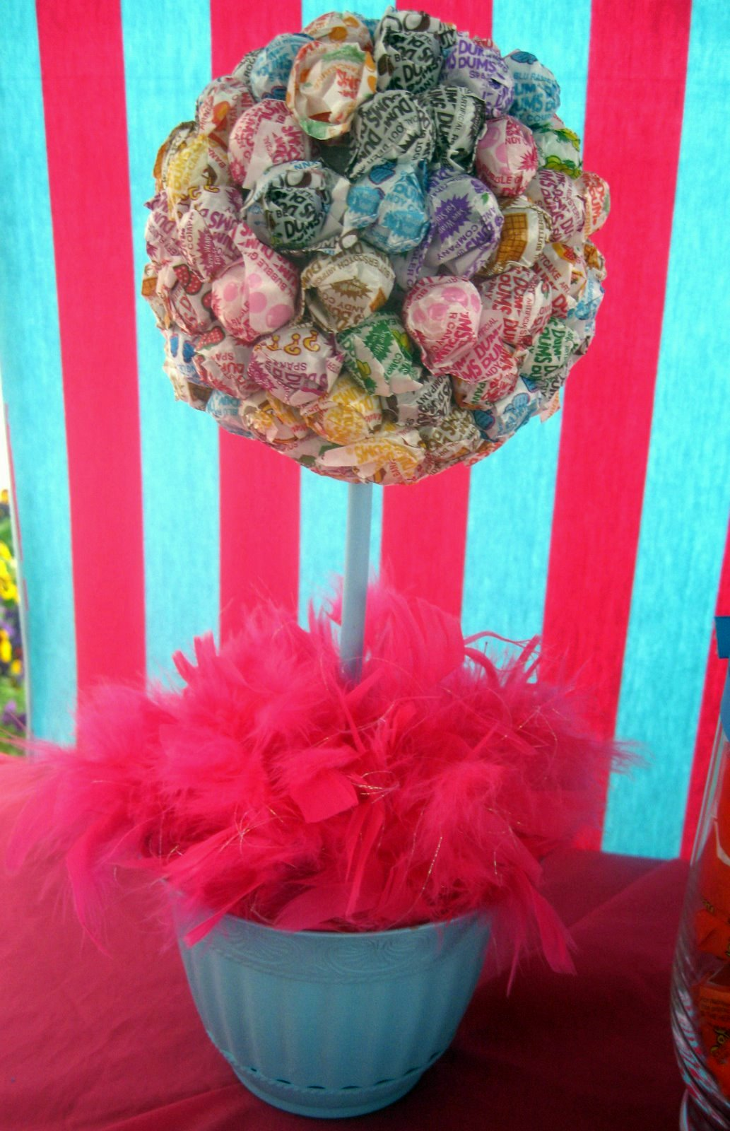 The Dum Dum topiary is a great dollar store craft! So great, in fact ...