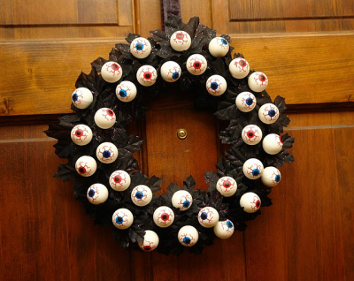 Roundup: More Halloween Wreath Ideas » Dollar Store Crafts