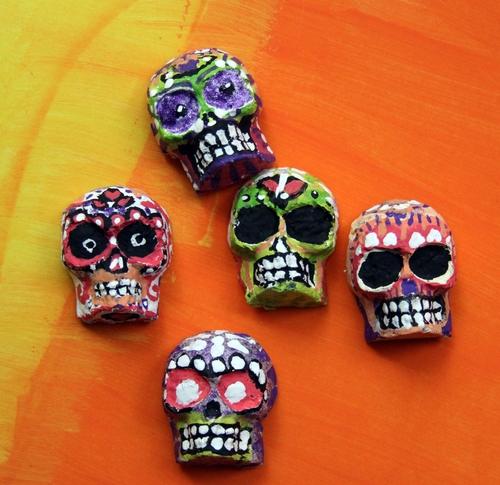 Make molded papier mache skulls dollar store crafts for Easy paper mache crafts