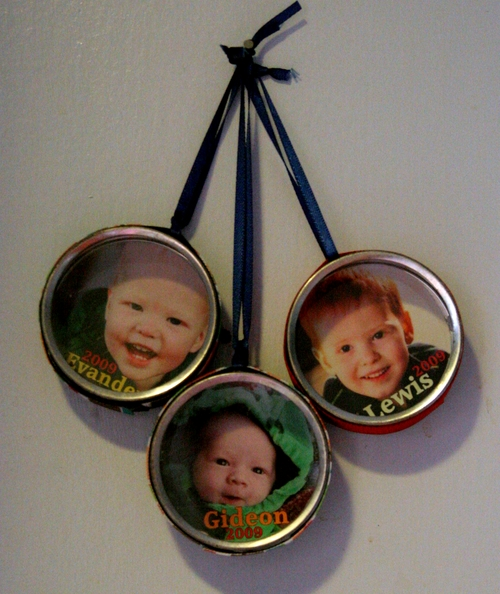 Make Photo Tin Ornaments » Dollar Store Crafts