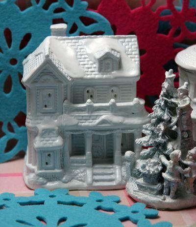 Make a Christmas Village – Dollar Store Crafts