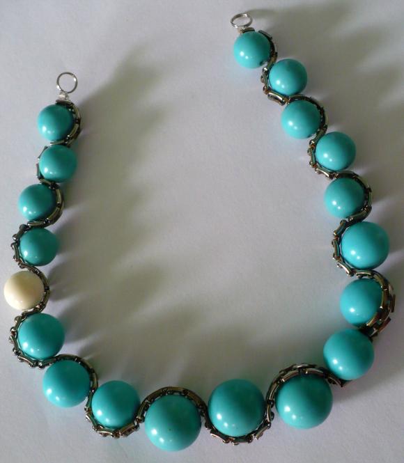 Схема бисероплетения.  Ожерелье из бисера в стиле снежинок.