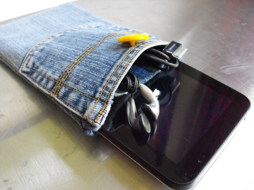 Как сшить из старых джинсов чехол 83