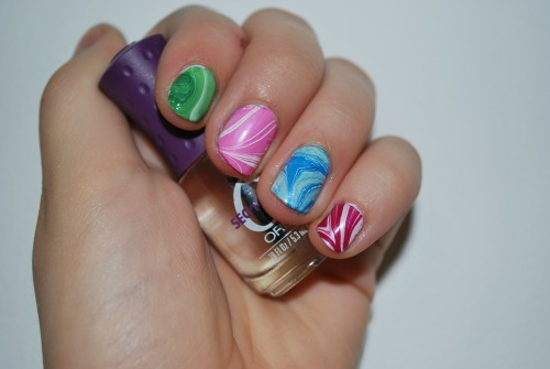 marbled finger nail polish