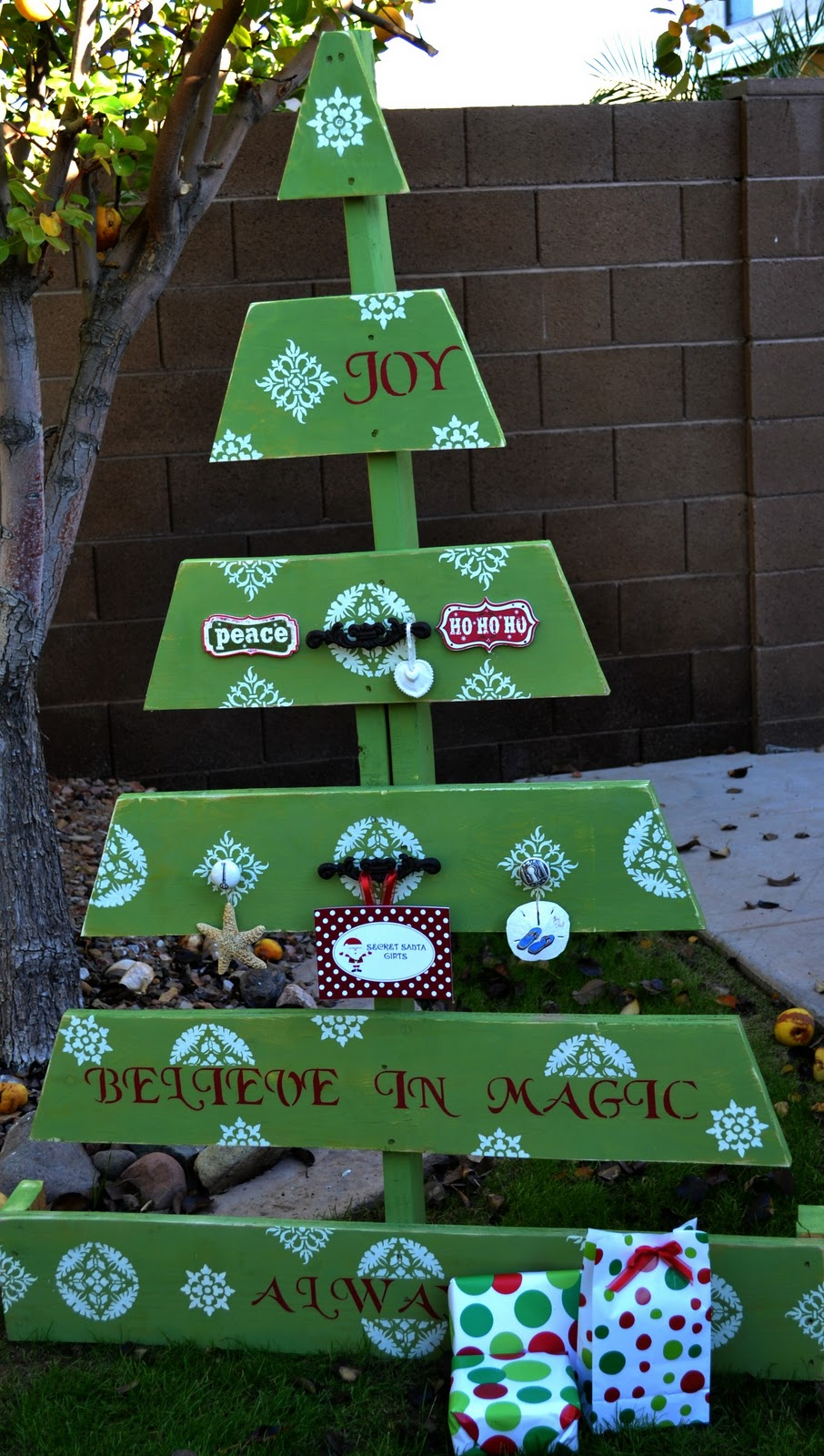 if - Pallet Christmas Decoration Ideas