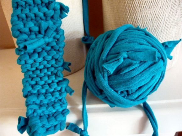 teal knotted tshirt yarn