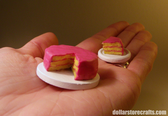 Dollar Store Crafts » Blog Archive » Make a Miniature Dollhouse