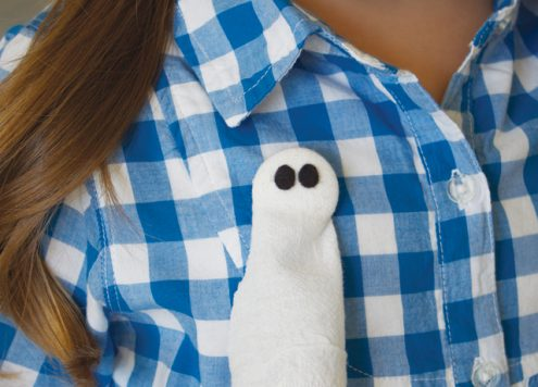 Make a flour sack ghost pin (via dollarstorecrafts.com)