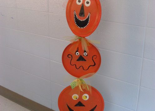 Make a pumpkin totem pole (via dollarstorecrafts.com)