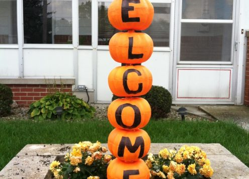 Make a pumpkin welcom sign (via dollarstorecrafts.com)