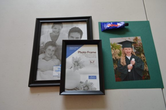 Tutorial: 3D picture frame (via dollarstorecrafts.com)