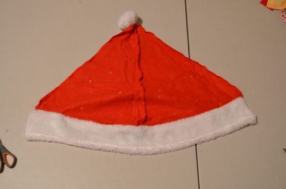 Tutorial: Santa Hat Accent Pillow (via dollarstorecrafts.com)