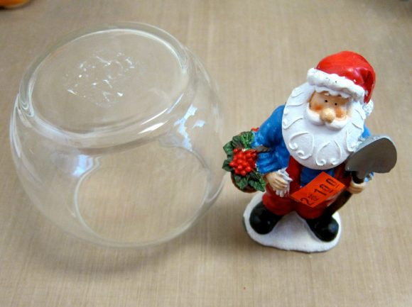 DIY Santa cloche (via dollarstorecrafts.com)