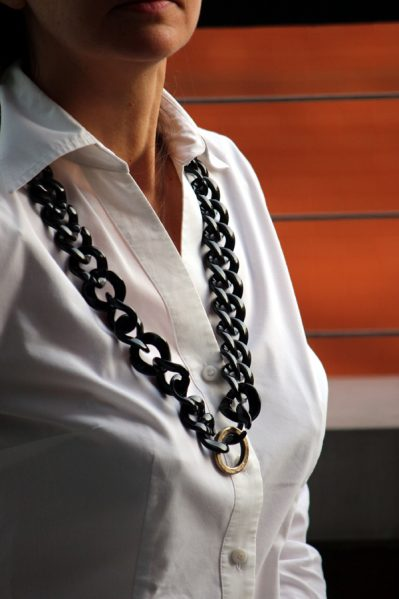 Tutorial: Chunky Black and Gold Chain Necklace
