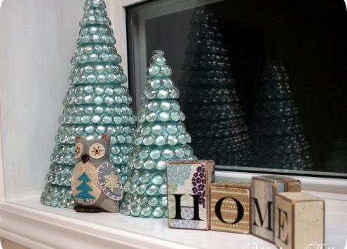 Make Glass Mosaic Christmas Trees (via dollarstorecrafts.com)