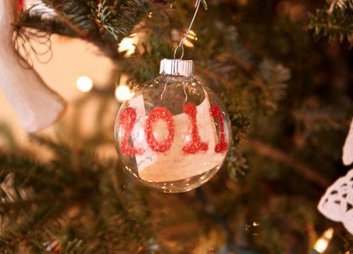 Make a Time Capsule Christmas Ornament (via dollarstorecrafts.com)
