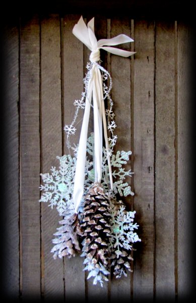 winter wonderland pinecone door decor