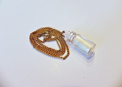 Make a message in a bottle necklace (via dollarstorecrafts.com)