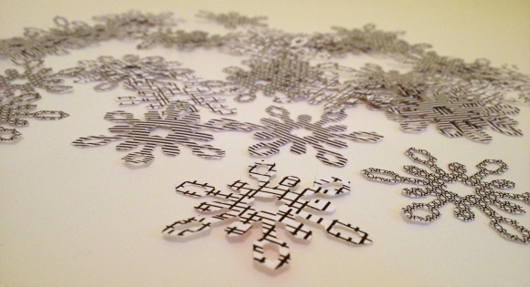 how to make snowflake garland out of paper