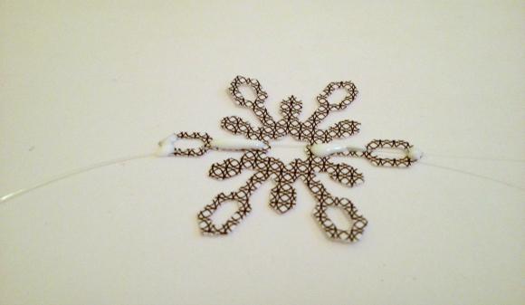 Tutorial: Recyled snowflake window garland