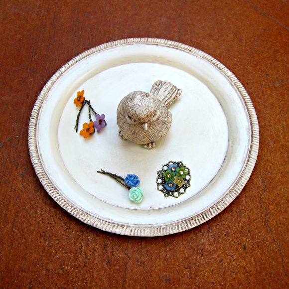 Dollar store craft: DIY Jewelry Dish