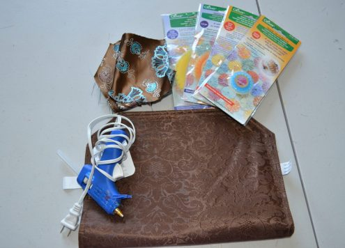 Tutorial: Placemat purse (and yo-yo maker and book giveaway)