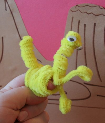 make a pipecleaner dinosaur puppet