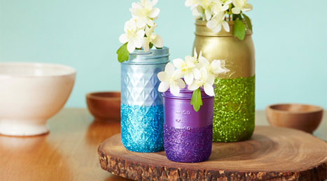 Decorating with mason jars: easy glittered mason jars