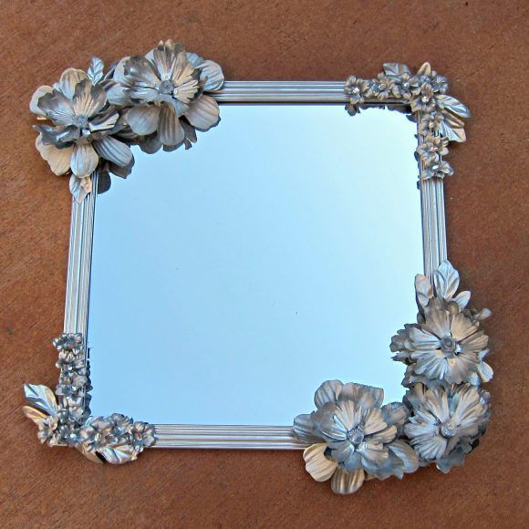 Anthro-inspired flowered mirror tutorial - dollar store craft