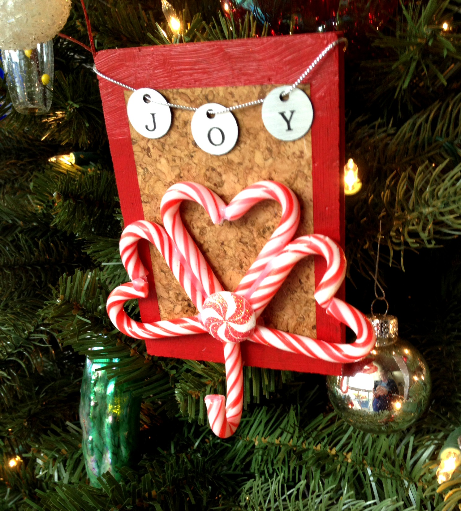 Tutorial: Candy Cane Hook with FrogTape® » Dollar Store Crafts