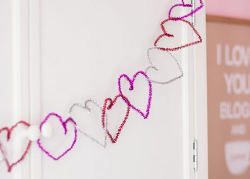 How to make an easy Valentine's Day pipe cleaner banner