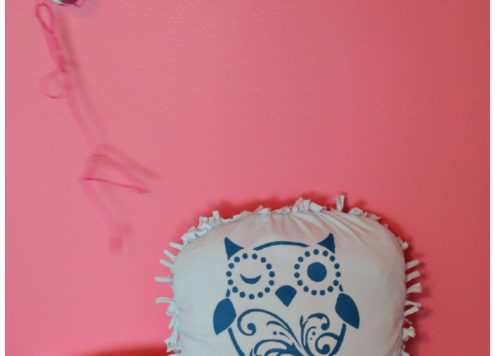 DIY No-sew t-shirt pillow - great tween craft and great way to recycle your old tshirts!