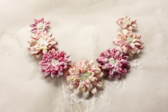 DIY flower necklace