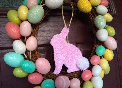 Yarn art bunny easter wreath - dollar store craft