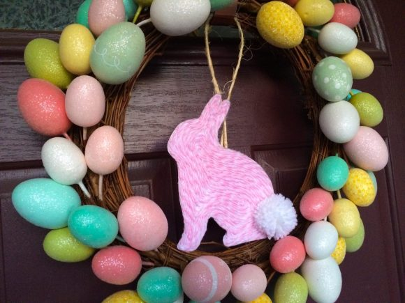 Yarn art bunny easter wreath - dollar store craft