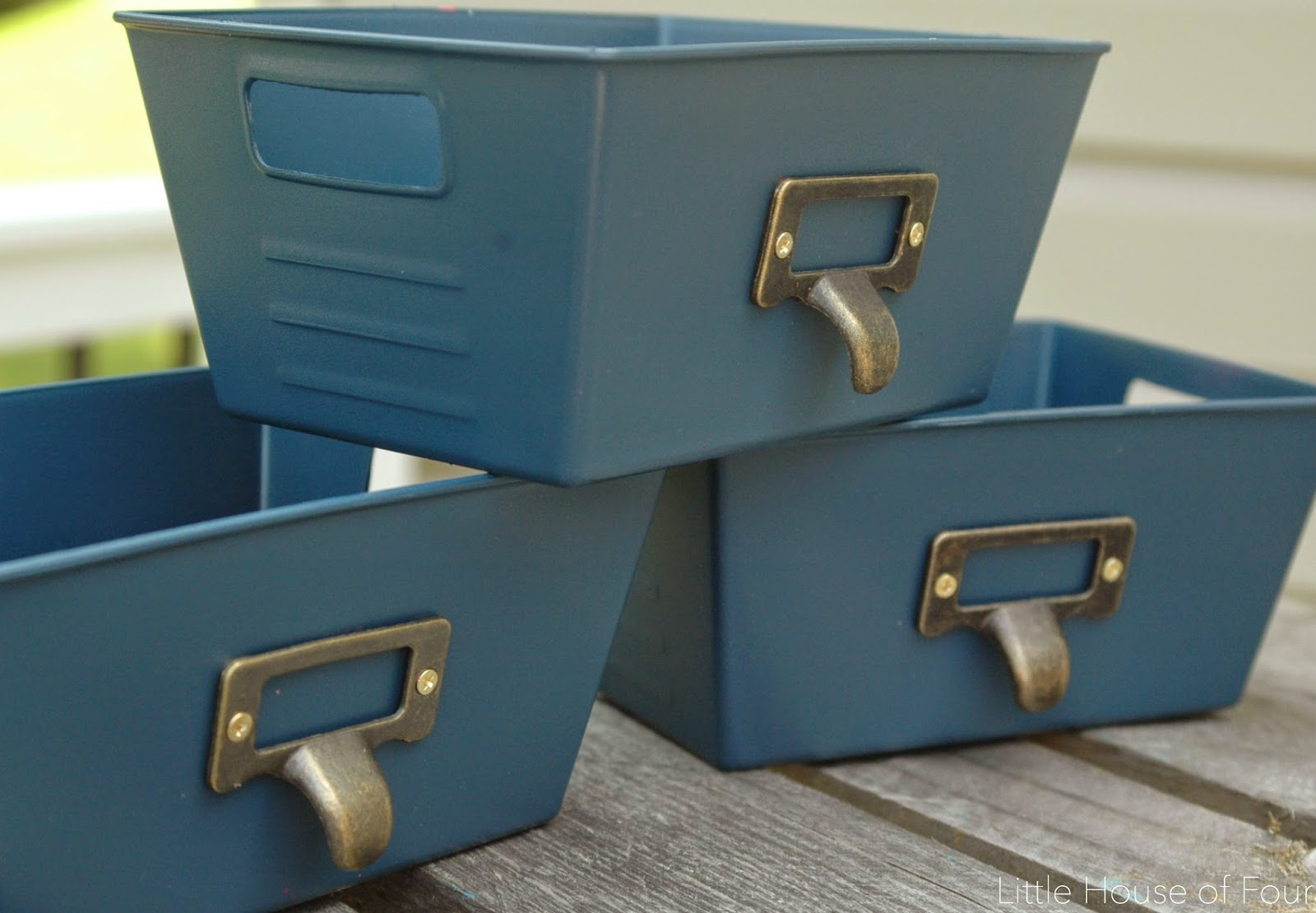 Give Plastic Bins A Fancy Makeover 187 Dollar Store Crafts