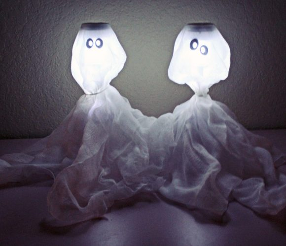 Little Black Lipstick Cheap Dollar Store Christmas Decor: Quick Halloween Craft: Solar Glowing Ghosts » Dollar Store