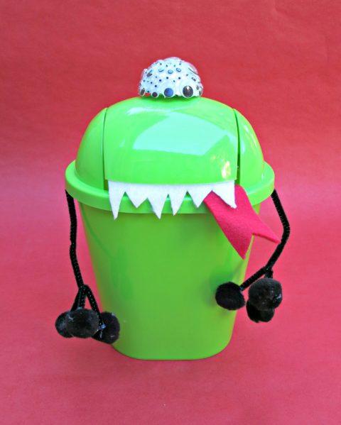 alien trashcan