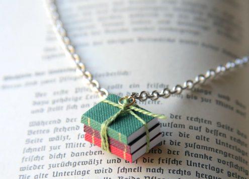 Make a mini book necklace - SO CUTE
