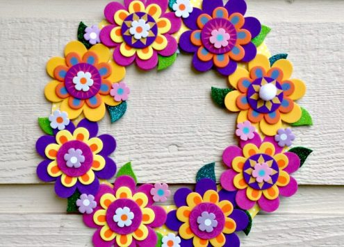 Make a pretty flower wreath with a foam flower kit