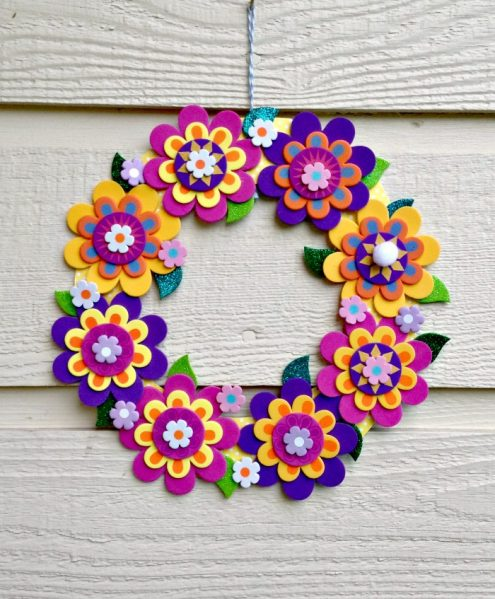 Make a pretty flower wreath with a foam flower kit