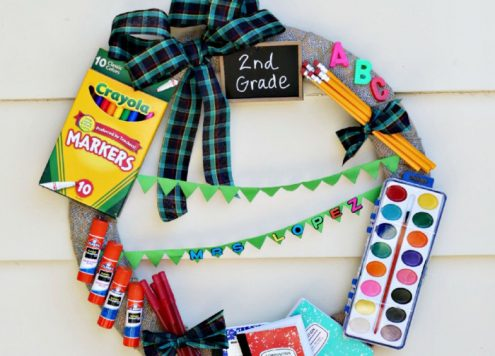 Cute teacher gift idea - a school supply wreath - cute classroom decor