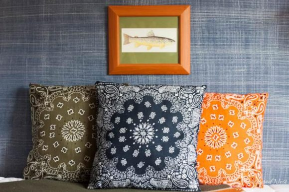 http://dollarstorecrafts.com/wp-content/uploads/2016/08/DIY-dollar-store-bandana-pillows-heatherednest.com-9-580x387.jpg