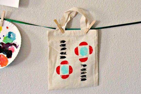http://dollarstorecrafts.com/wp-content/uploads/2016/08/potato-stamp-geometric-tote-03-580x387.jpg