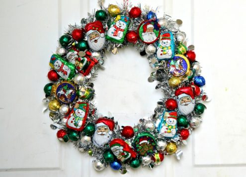 "DIY Christmas Candy ""Ornament"" Wreath"