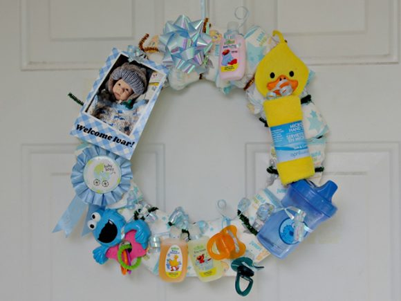 http://dollarstorecrafts.com/wp-content/uploads/2016/12/baby-shower-gift-diaper-wreath-01-580x435.jpg
