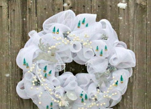 DIY Mesh Winter Wreath - Dollar Store Crafts