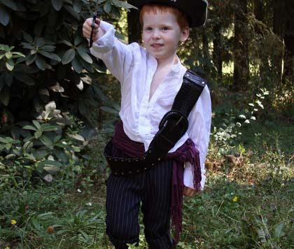 Last-minute pirate costume tips for Halloween from Dollar Store Crafts
